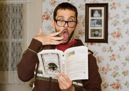 Shocked_man_reading-e1283939988570