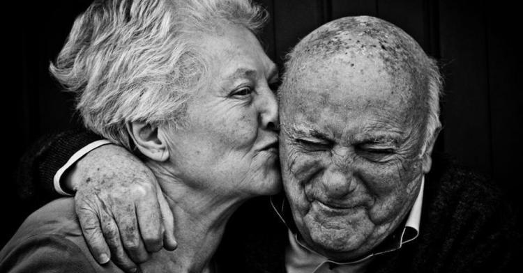 18bc758924_1383309502_14-Aandoenlijke-bejaarden-die-nog-steeds-verliefd-zijn__shre