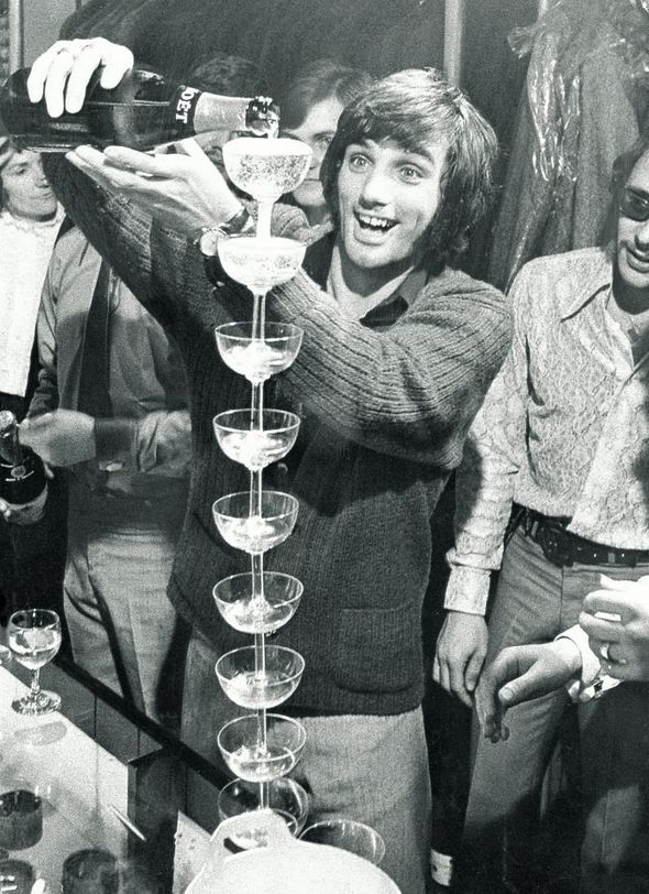 george-best-pouring-champagne-237790